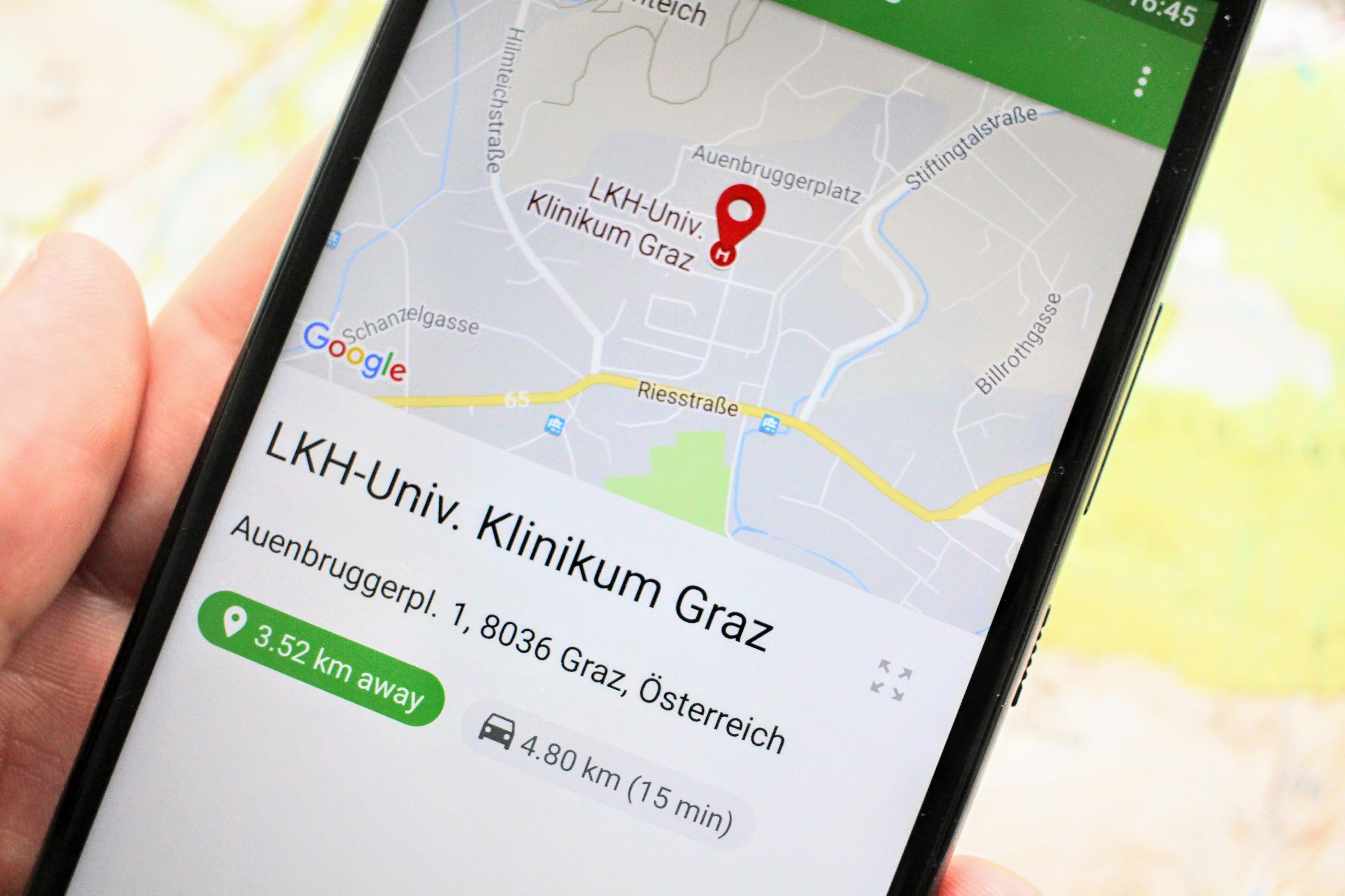 Entfernung, Fahrzeit und Fahrstrecke werden für jeden Ort angezeigt